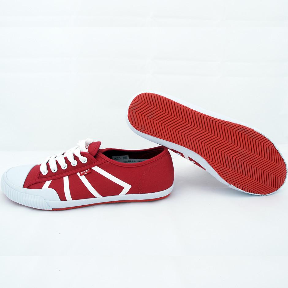 Levi's轻便胶鞋